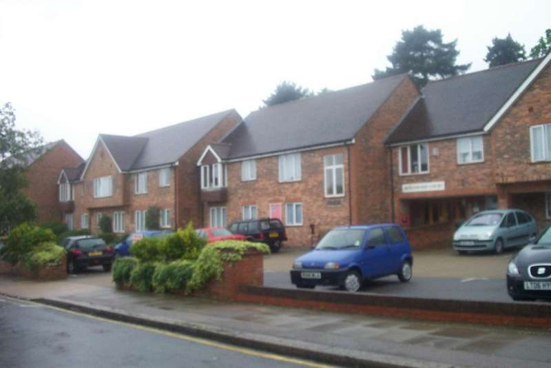 1 Bedroom Retirement Property for sale in Hertswood Court, Hillside gardens, High Barnet EN5