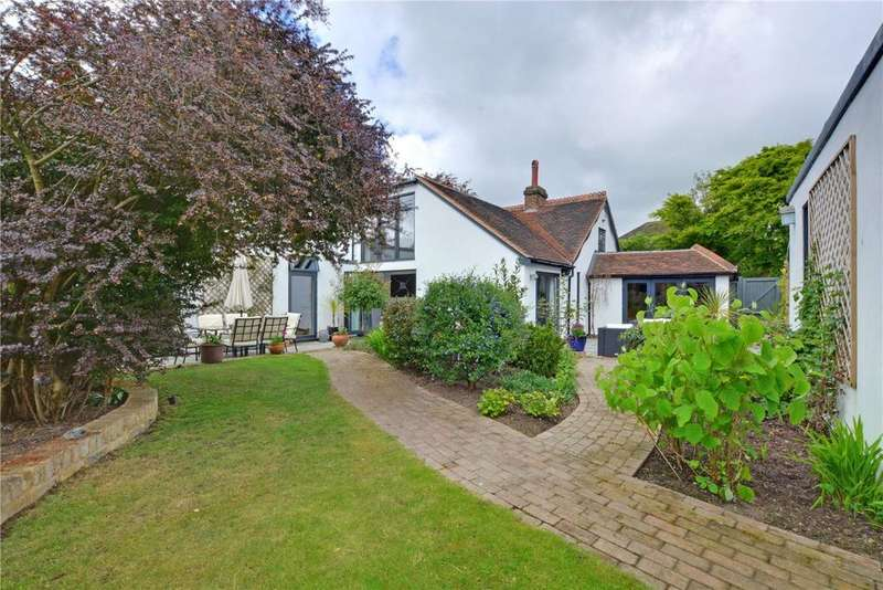 3 Bedrooms Detached House for sale in Court Farm Road, Mottingham, London, SE9