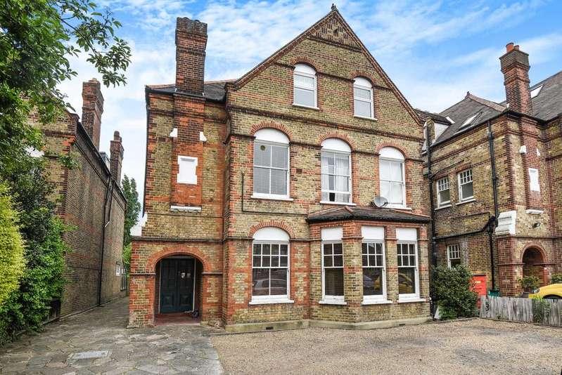 2 Bedrooms Flat for sale in West Park London SE9