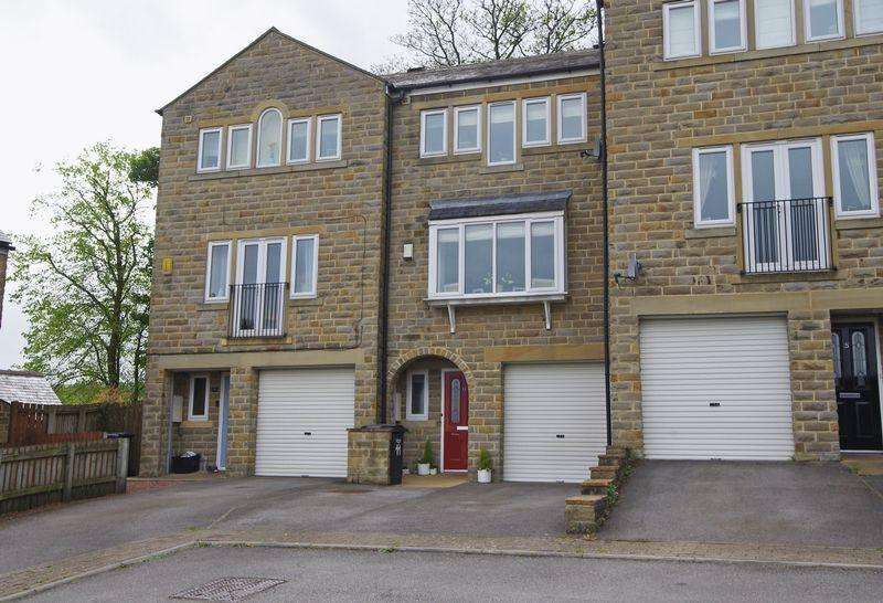 3 Bedrooms Town House for sale in Buckstones Close, Holywell Green, HX4 9DZ