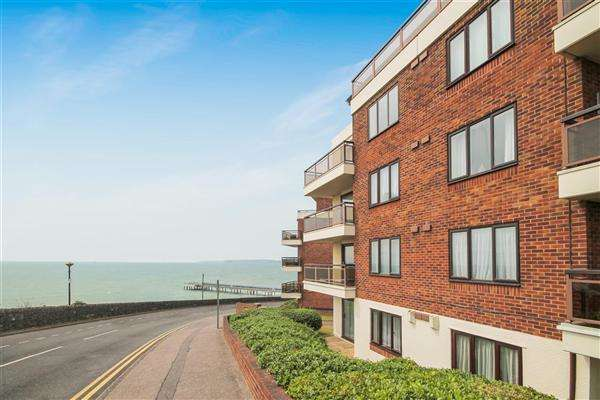 2 Bedrooms Flat for rent in Marina Towers, The Marina, Bournemouth