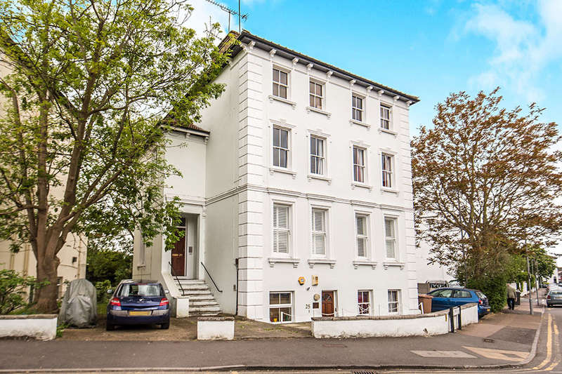 2 Bedrooms Flat for sale in St James Road, Surbiton, KT6