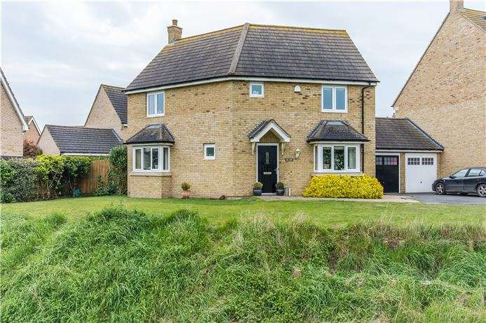 3 Bedrooms Detached House for sale in Duddle Drive, Longstanton, Cambridge