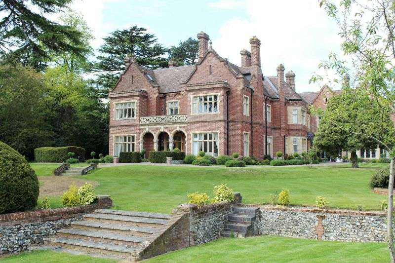 2 Bedrooms Flat for sale in Durrants House, Croxley Green, Hertfordshire, WD3