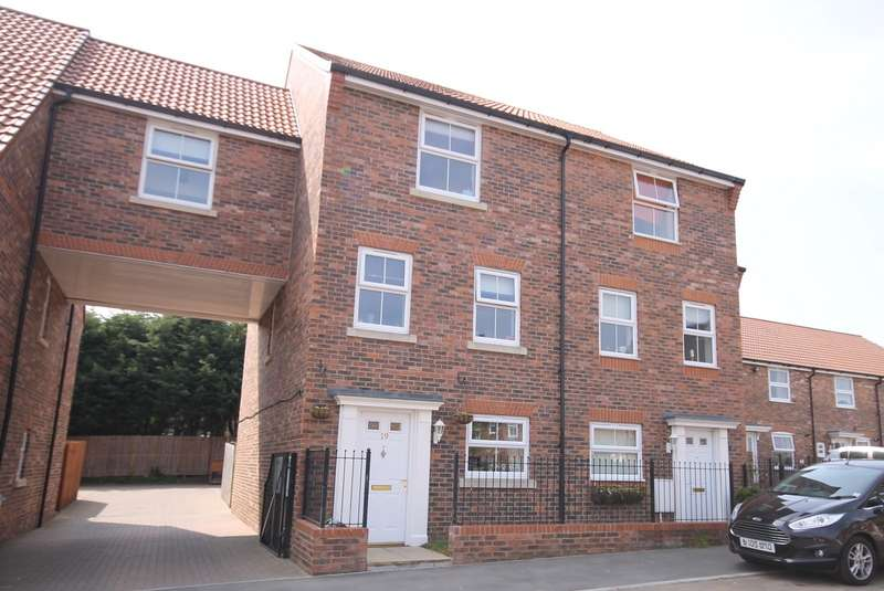 5 Bedrooms Terraced House for sale in Shaws Close, Thirsk YO7 1TP