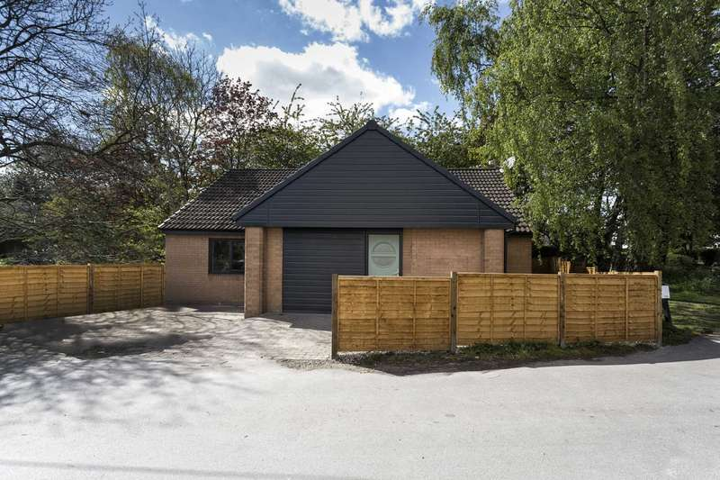 4 Bedrooms Bungalow for sale in 6 West End, Farnley, Leeds, LS12 5DR