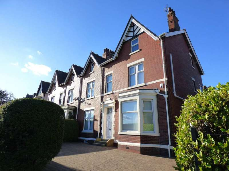 6 Bedrooms Semi Detached House for sale in East Beach, Lytham