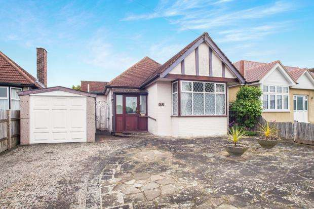 2 Bedrooms Bungalow for sale in Epsom, Ewell, Surrey