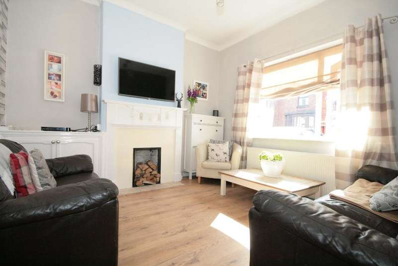3 Bedrooms Semi Detached House for sale in Hope Street, Southport, PR9 0RW