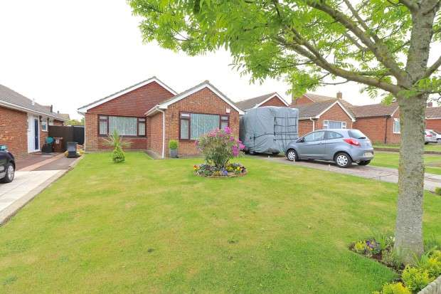 2 Bedrooms Bungalow for sale in Rise Park Gardens, Eastbourne, BN23