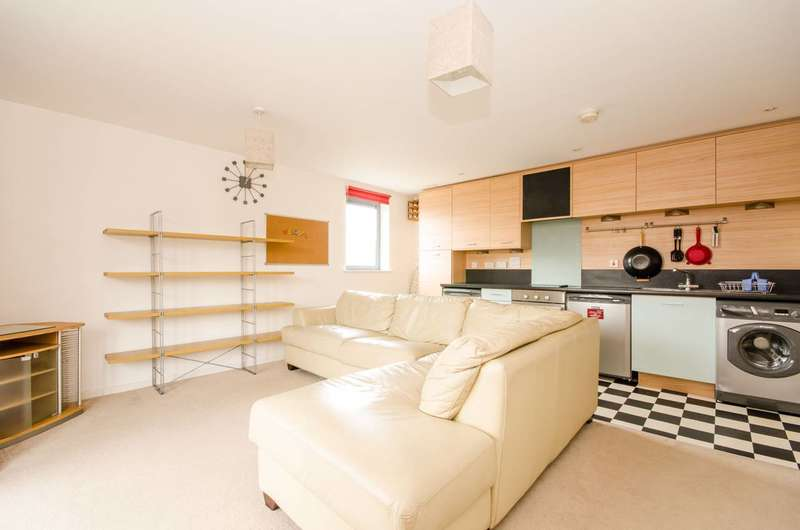 1 Bedroom Flat for sale in Gunyard Mews, Woolwich, SE18