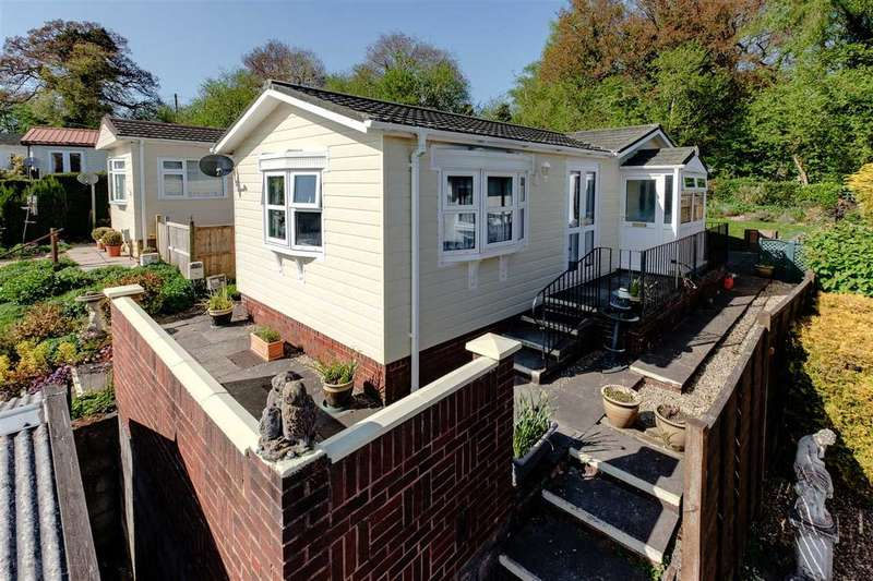 2 Bedrooms Park Home Mobile Home for sale in Oakway, Caerwnon Park, Builth Wells