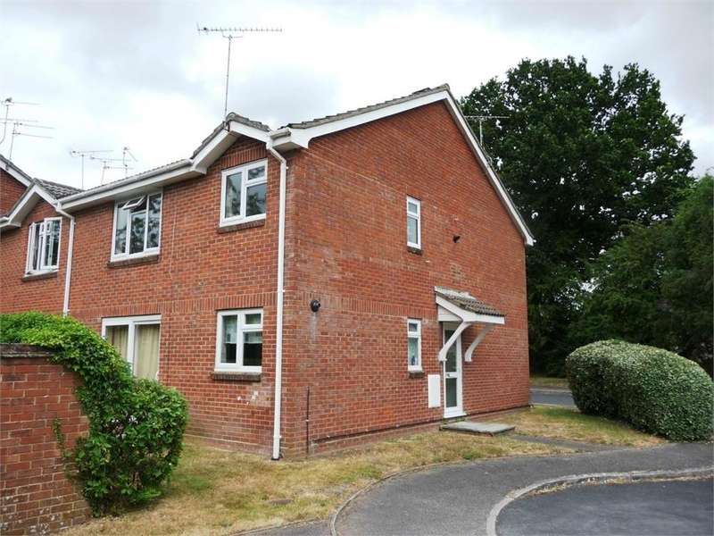 2 Bedrooms Flat for sale in Mimosa Close, Lindford, Bordon, Hampshire