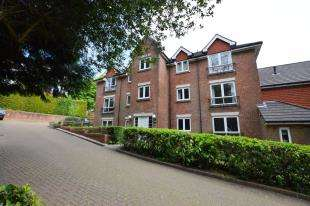 2 Bedrooms Flat for sale in Timberdown, 12 High Street, Heathfield, East Sussex