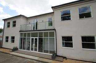 3 Bedrooms Flat for sale in Station House, Bepton Nr, Midhurst, West Sussex