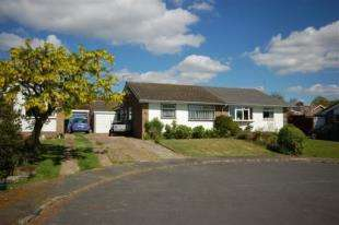 2 Bedrooms Bungalow for sale in Willows Rise, Framfield, Uckfield, East Sussex