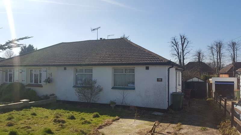 2 Bedrooms Semi Detached Bungalow for sale in Oundle Avenue, Bushey