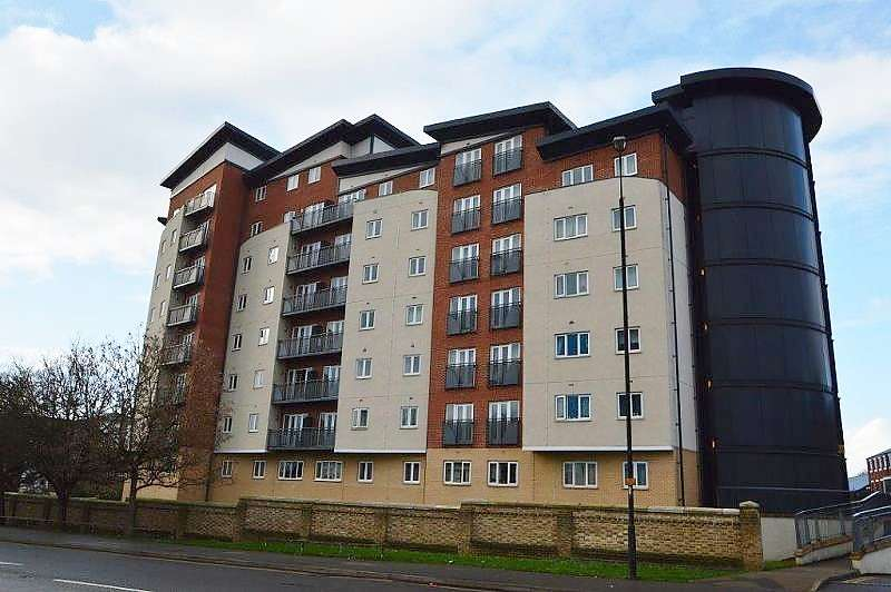 1 Bedroom Flat for sale in Aspects Court, Windsor Road, Slough, SL1