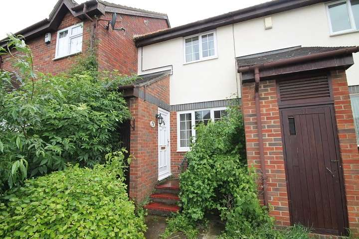2 Bedrooms Terraced House for sale in Derwent Close, Feltham, TW14