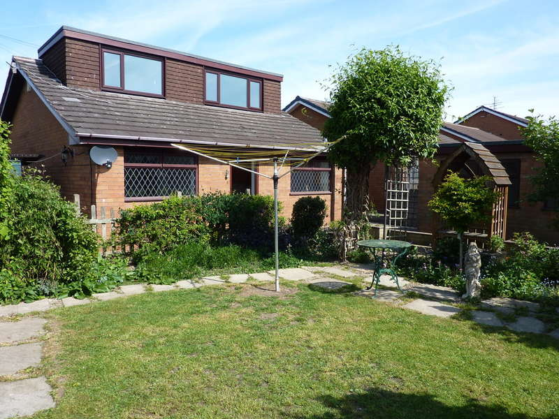 3 Bedrooms Detached Bungalow for sale in Wallis Way Baddeley Green