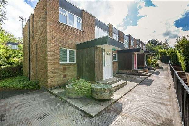 3 Bedrooms End Of Terrace House for sale in Deepfield Way, COULSDON, Surrey, CR5 2SY