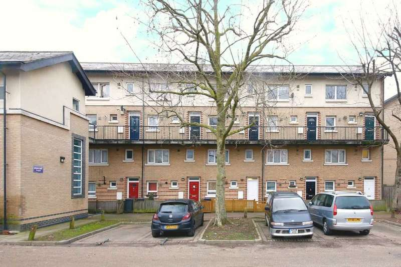 2 Bedrooms Maisonette Flat for sale in Milton Court Road, New Cross