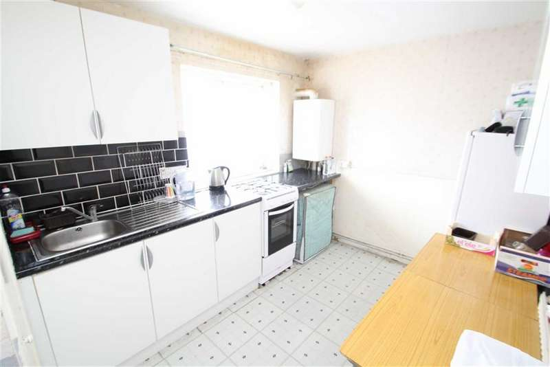 2 Bedrooms Apartment Flat for sale in Harlech Gardens, Heston, Middlesex