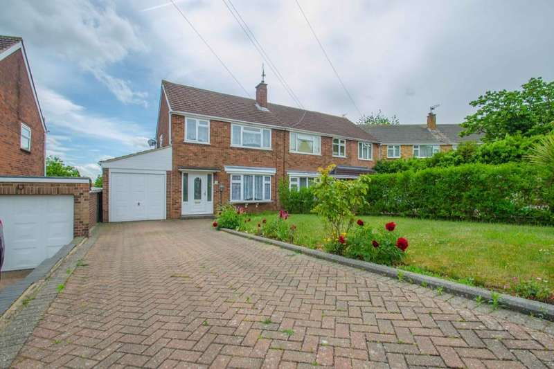 3 Bedrooms Semi Detached House for sale in Poplar Close, Hitchin, SG4