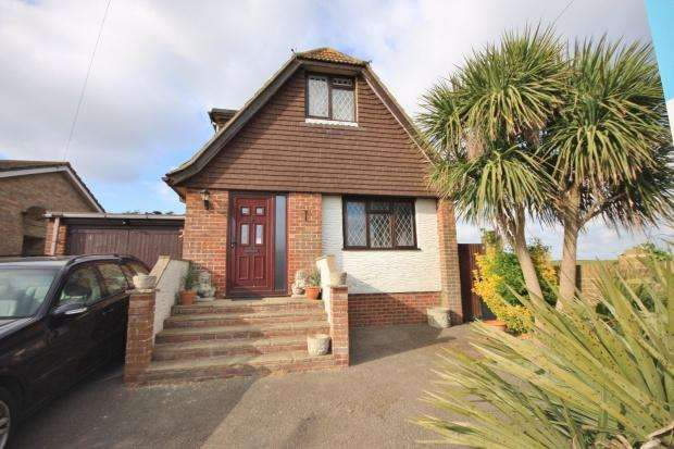 5 Bedrooms Bungalow for sale in View Road, Peacehaven, BN10