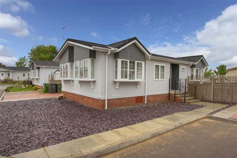 2 Bedrooms Park Home Mobile Home for sale in Bramble Close, Attleborough, Norfolk