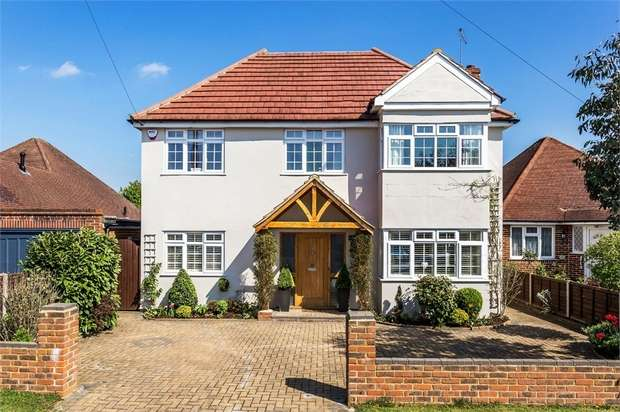 5 Bedrooms Detached House for sale in Shaldon Way, WALTON-ON-THAMES, Surrey
