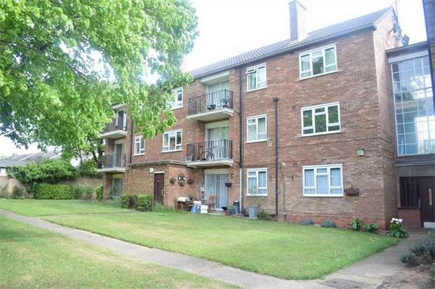 2 Bedrooms Flat for sale in Windsor Close, Colchester, Essex