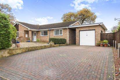 3 Bedrooms Bungalow for sale in Charlock Close, Gloucester, Gloucestershire, Glos