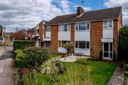 3 Bedrooms Semi Detached House for sale in Aviary Walk, Bedford, Bedfordshire, .
