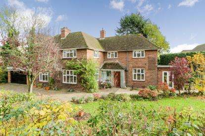5 Bedrooms Detached House for sale in Kimbolton Road, Bedford, Bedfordshire