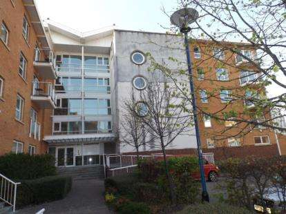 2 Bedrooms Flat for sale in Taliesin Court, Chandlery Way, Cardiff, Caerdydd