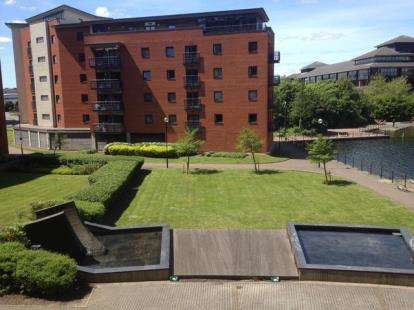 2 Bedrooms Flat for sale in Galleon Way, Cardiff, Caerdydd