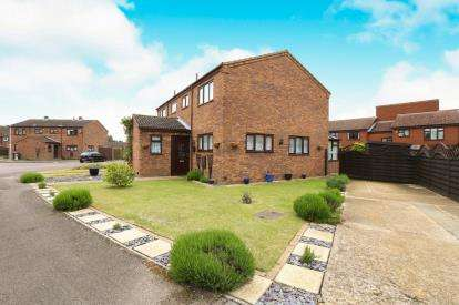 2 Bedrooms Semi Detached House for sale in Stirling Close, Sandy, Bedfordshire