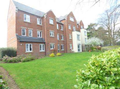 2 Bedrooms Flat for sale in Lalgates Court, 119 Harlestone Road, Northampton, Northamptonshire