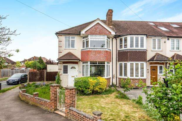 3 Bedrooms Semi Detached House for sale in ., Worcester Park, Surrey