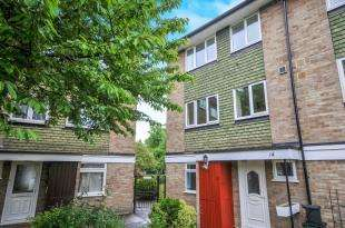4 Bedrooms End Of Terrace House for sale in Hyrstdene, South Croydon, .