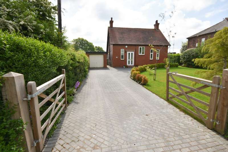 2 Bedrooms Detached House for sale in WOODFORD ROAD, POYNTON