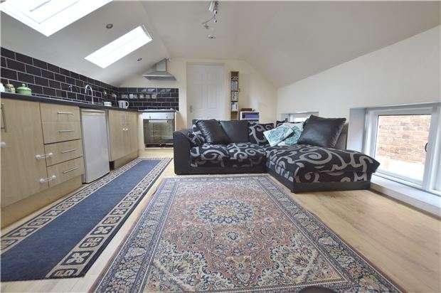 1 Bedroom Flat for sale in East Street, TEWKESBURY, Gloucestershire, GL20 5NR