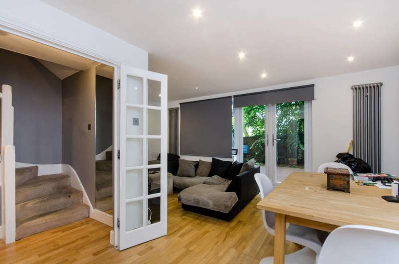 3 Bedrooms Flat for sale in Streatham, Streatham, SW16
