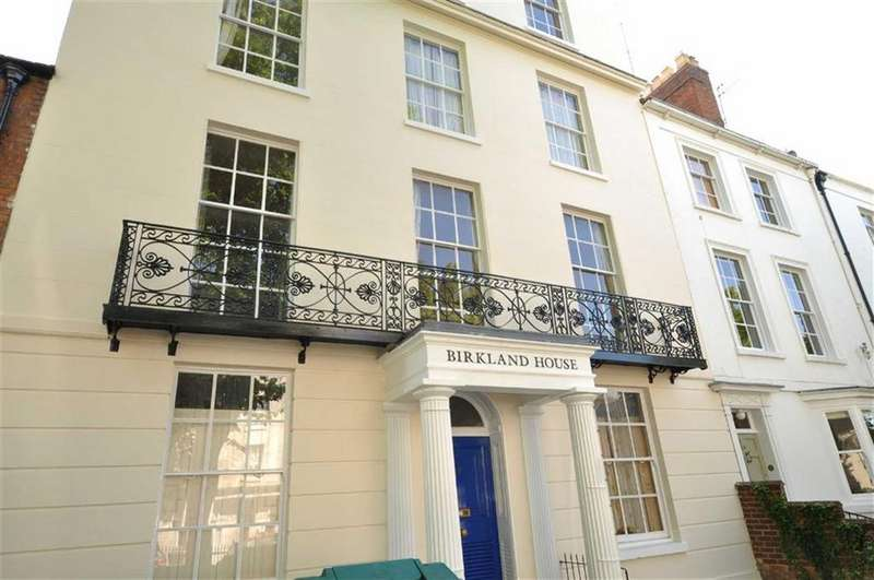 2 Bedrooms Flat for sale in Birkland House, Portland Street, Leamington Spa