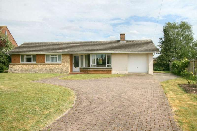 3 Bedrooms Detached Bungalow for sale in Hargham Road, NR17 2HG, Attleborough, Norfolk