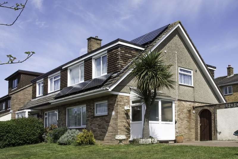 3 Bedrooms Semi Detached House for sale in Bushmead Avenue, Kingskerswell, Newton Abbot, TQ12