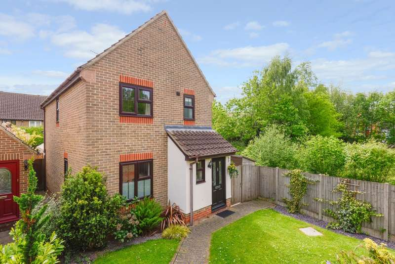 3 Bedrooms Detached House for sale in Almond Close, Orchard Heights, Ashford, TN25