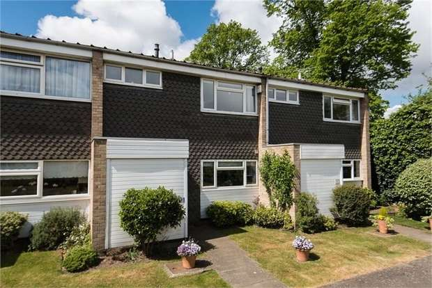 3 Bedrooms Terraced House for sale in Church Green, Hersham, WALTON-ON-THAMES, Surrey