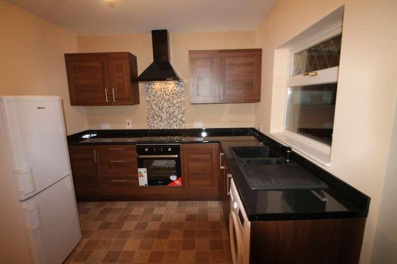 2 Bedrooms Semi Detached House for rent in Hamilton Road, Feltham, TW13